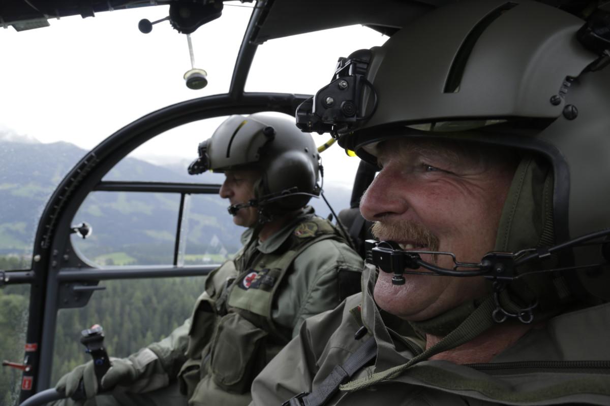 Andreas-Staudacher-fliegt-Casey-auf-den-Gletscher