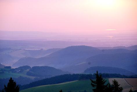 Geheimnisse zwischen tausend Hügeln