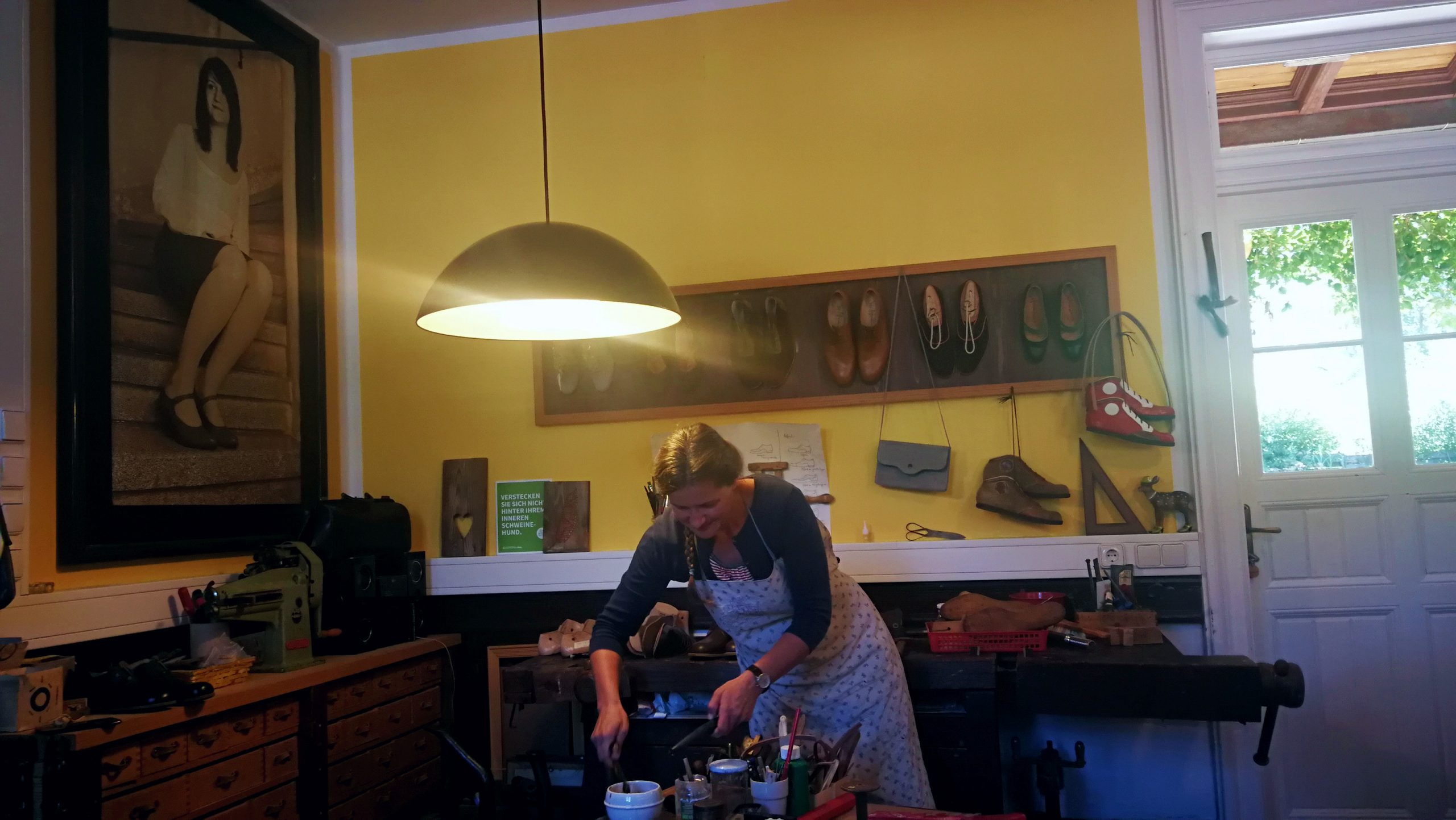 Doris Pfaffenlehner in Werkstatt